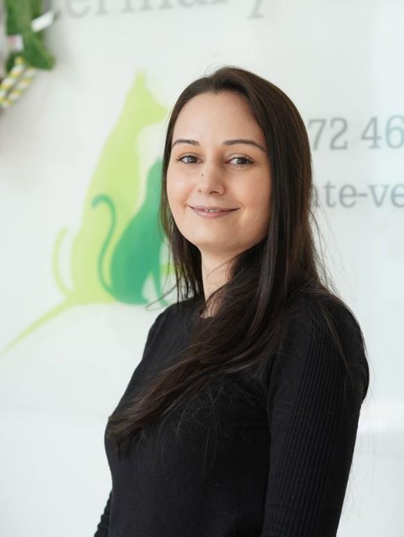 Cindy Khan – Receptionist